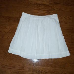 NWT Beautiful white pleated Ann Taylor Skirt